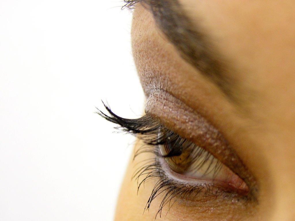 1024px-Eye_makeup