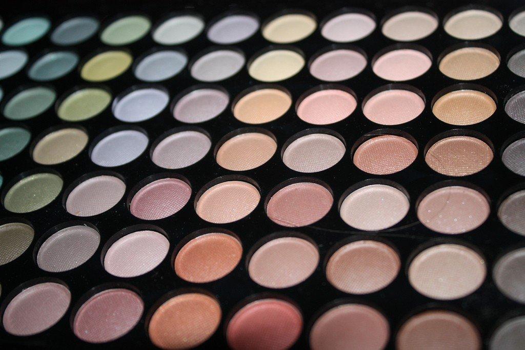 Colours_-_make_up