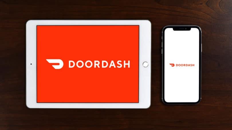 Teléfono de la tableta del logotipo de la aplicación de Doordash
